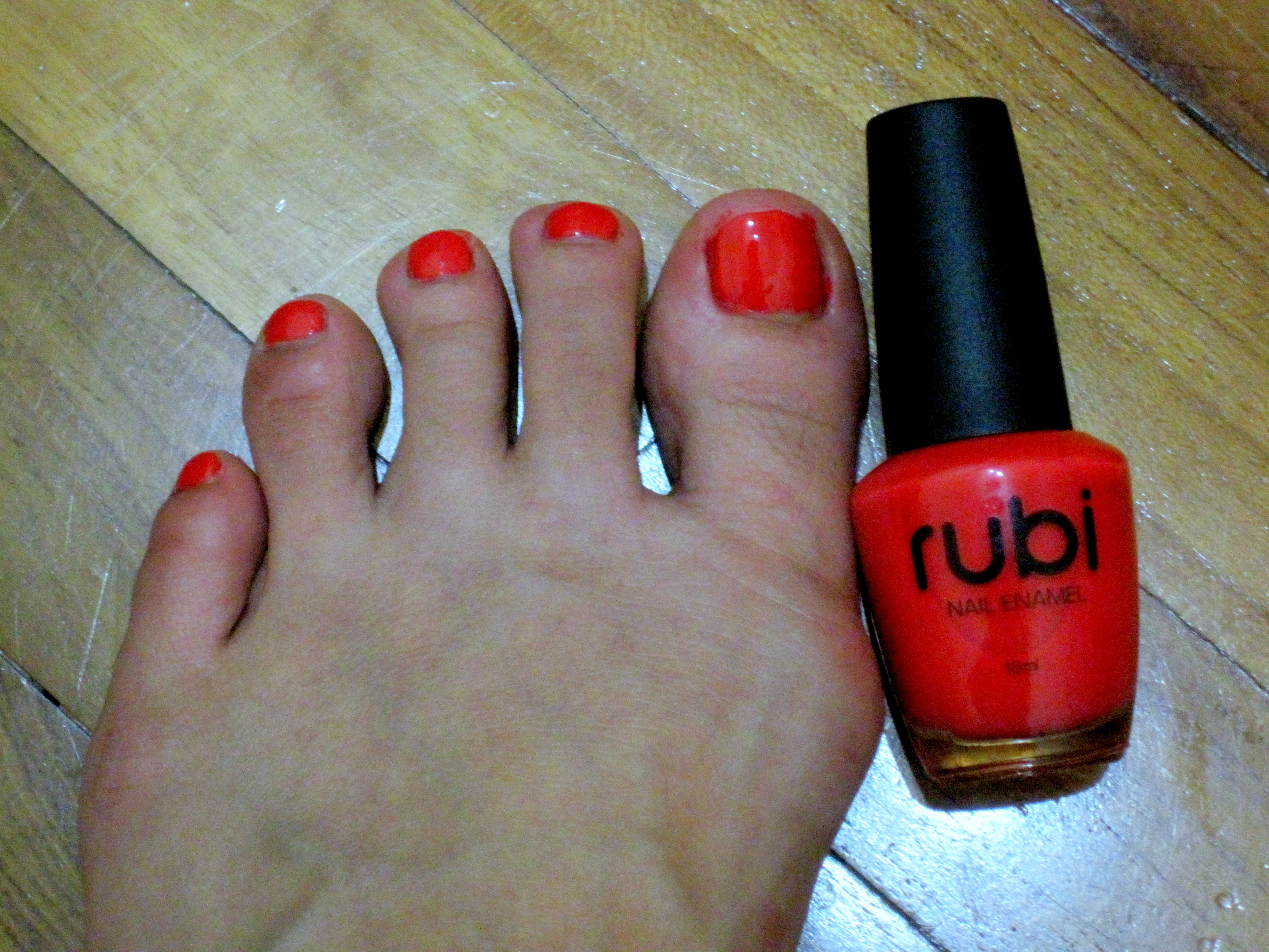 Bright Toenails