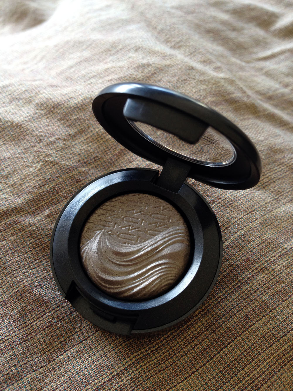 SDV Reviews: MAC Magnetic Nude Collection