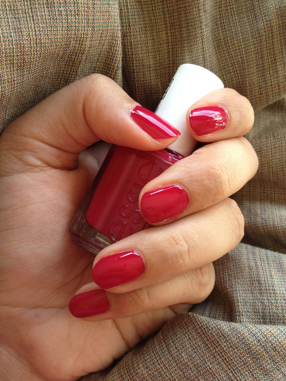 Mim\'s Mini Manicures: ESSIE Plumberry | belle de moiselle